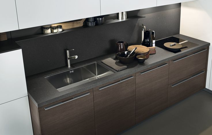 Worktop in quartzite raven sand thickness 40 mm, under-top mounted sink in stainless steel, back panel in quartzite raven sand.