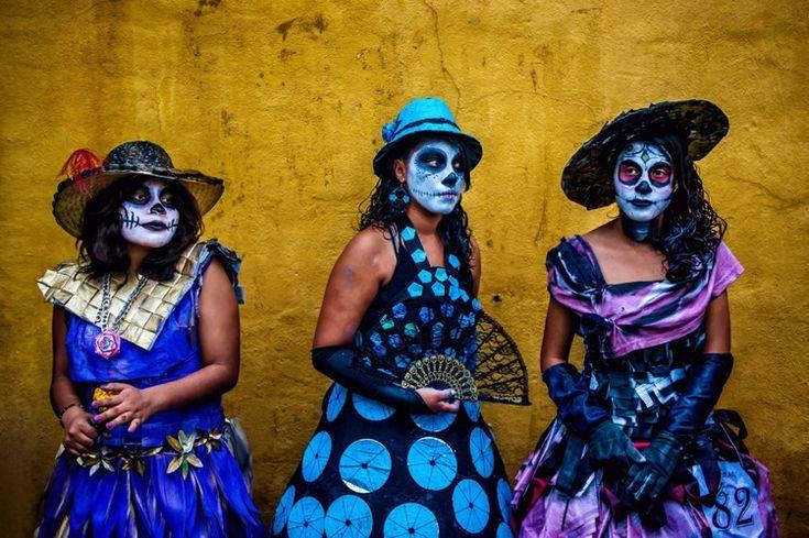 déguisement Halloween femme 2016 et costume de tête de mort mexicaine avec accessoires assortis