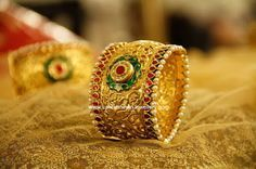manubhai royal gold bangle