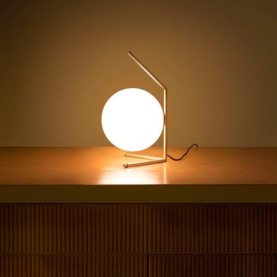 IC LIGHTS: Discover the Flos table lamp model IC LIGHTS