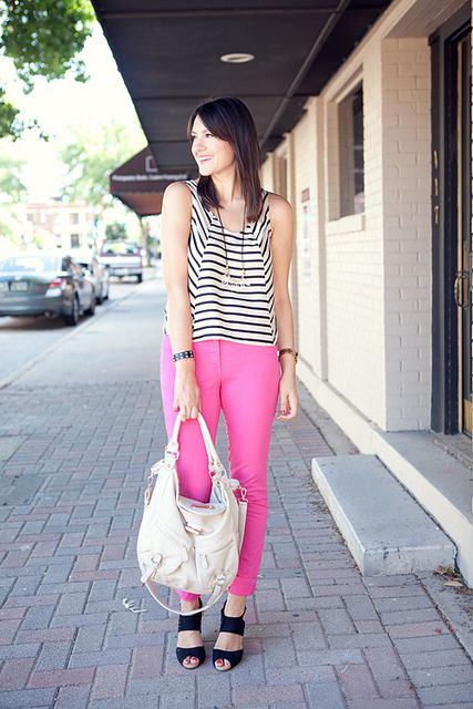 .A Mini-Saia Jeans, Fashion, Casual Style, Pink Pants, Black White, Buttons, Style Pinboard, Kendi Everyday, Pink Jeans