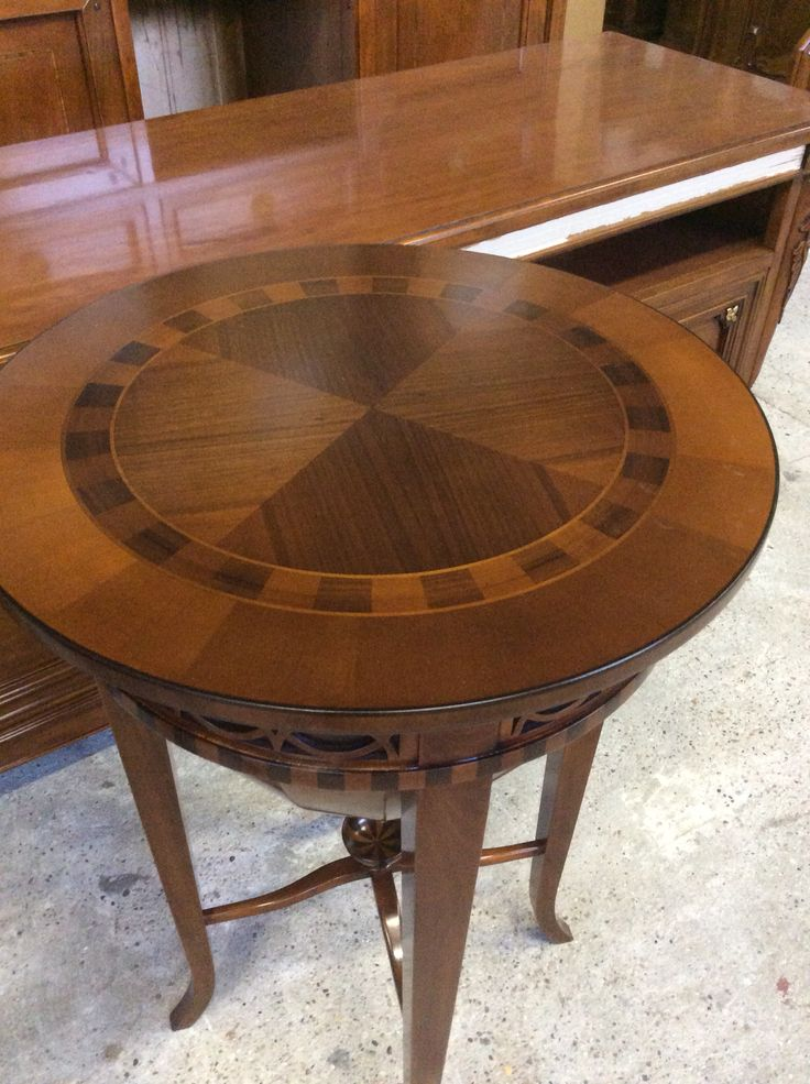 Small Round table inlaid in walnut solid wood