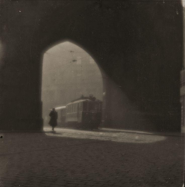 Via di Praga, 1924. - (Josef Sudek, Eredi di Josef Sudek/Museo delle belle arti…