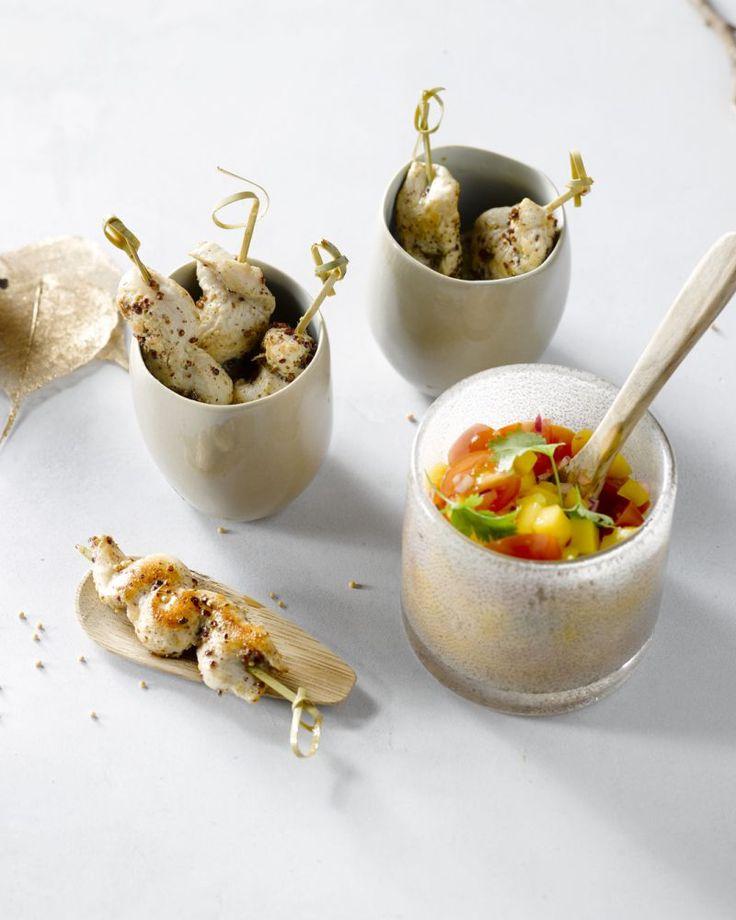 Een heerlijk tropisch gerechtje, deze kipspiesjes met frisse zoete mangosalsa. Ook perfect voor bij de barbecue!