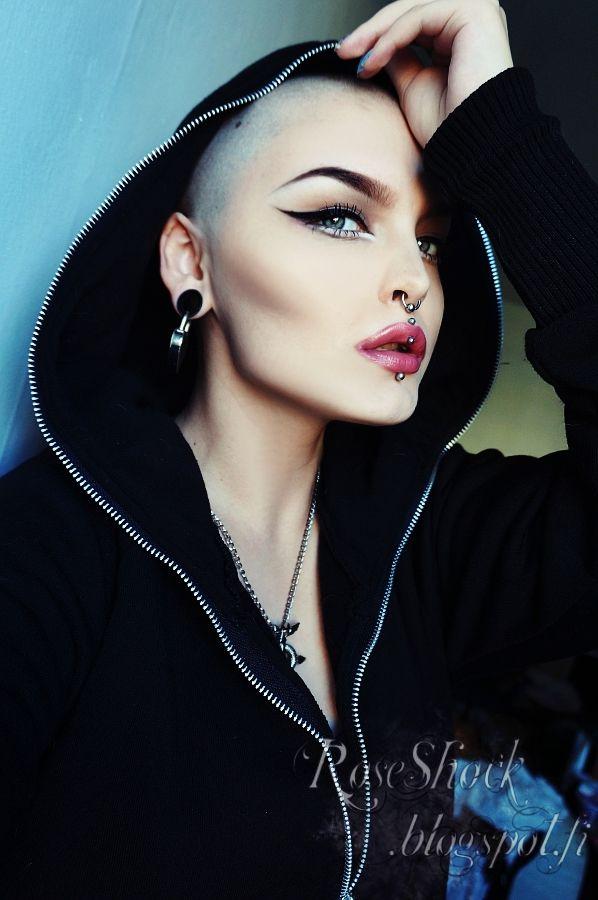 Rose Shock. Стиль. Молодежный. Прически. Фото. Одежда. Style. Youth. Hairstyles. Photo. Clothing. Styl. Mládežnický. Účesy. Foto. Oblečení. Hair. Color. Piercing. Makeup. Bald women.
