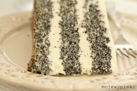 Poppy seed cake with white chocolate cream (use translation)