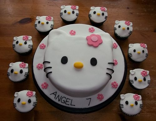 Hello kitty birthday cake with matching cupcakes | Flickr - Photo Sharing!