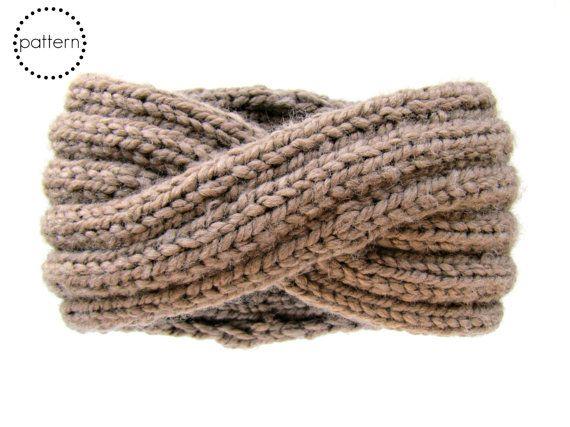 Een snelle, stijlvolle een-streng project u kan dragen als een hoofdband of als een cowl afgebroken. Dit hoofdband breien patroon leert u een slimme cross-over techniek die u gebruiken kunt om sommige kabel-knit interessanter voor andere projecten. Aangezien het weefsel in een 2 x 2 rib patroon is gewerkt, het strekt zich uit van een smalle tot brede band voor flexibele styling. Werkte samen met super volumineus garen, het breit omhoog zo snel, kunt u een in elke kleur!  Deze aanbieding is…