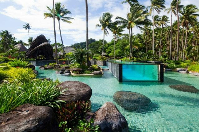 Grandes piscines de luxe extérieures –destination de reve – Laucala
