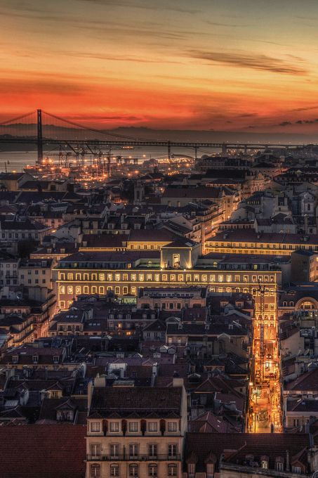 Lisbon downtown at the dawn: the sun fading into the sea #Portugal