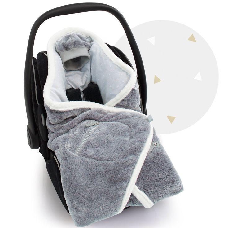 La Couverture nomade Biside Tipik pingu (90 x 90 cm) de la marque Baby Boum enrobera bébé de douceur et l'accompagnera dans ses siestes comme dans ses balades.