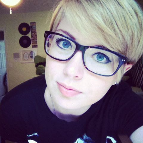 Pixie cut with glasses can be smart and nerdy, chic and casual, or crazy and hipster! I LOVE IT