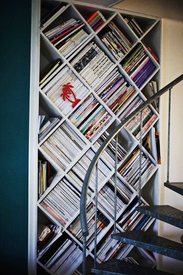 7 Stylish Ways to Store Your Magazines//diagonal bookcase