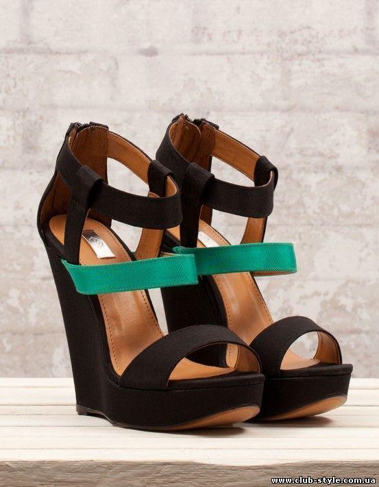 Босоножки на танкетке - отличная летняя обувь 2015