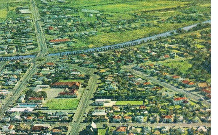 Seaview Rd Hawke St, Longsdale St and Pages Rd 1960's or 70's, Central New Brighton Primary School CNB is in the centre left of the aerial view, New Brighton, Christchurch, NEw Zealand