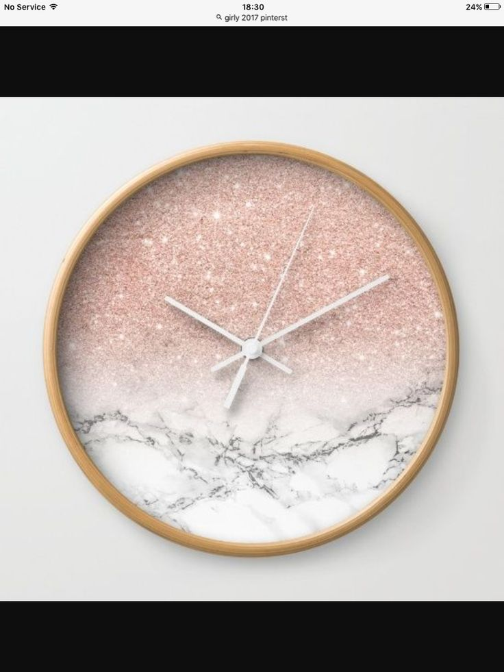 Marble, glitter & pink clock - what more could any girl want? #DIYHomeDecorCollege