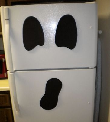 Thumbs Up: Turn your refrigerator into a ghost. Cut out black paper and tape it to the fridge!