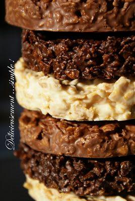 Délicieusement... simple !: Roses des sables aux trois chocolats  Ingrédients:  -150g de chocolat blanc -150g de chocolat au lait  -150g de chocolat noir -200g de corn flakes nature      Répartir les trois chocolats dans trois récipients différents . Et les mettre à fondre au bain-marie sur feu doux en remuant délicatement .  Écraser très grossièrement les corn flackes avec vos petites mimines , puis répartir en proportions égales dans les trois chocolats .  Former les palets sur un plaque…