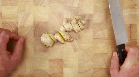 Rodekool maaltijdsoep met witte bonen, biet en witvis - Recept - Allerhande - Albert Heijn