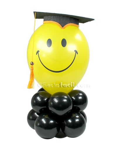 Cómo hacer un gracioso decorado para tu fiesta graduación con globos, de blog.fiestafacil.com / How to make a cute graduation party decoration with balloons, from blog.fiestafacil.com