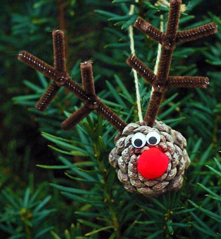 renne du père Noël pendentif, fabriqué en pomme de pin et décoré de bois de renne en nettoie-pipes
