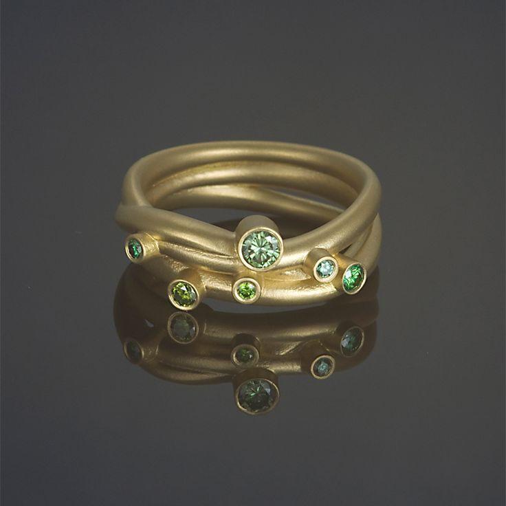 Ring 'Green Diamonds', 18 karaats geelgoud bezet met groene diamanten.