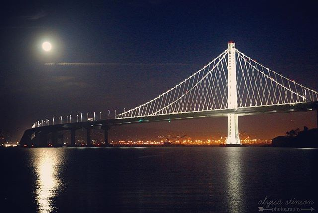 Took a photography pit stop at Treasure Island tonight on my way home from the city...with a view like this I couldn't help myself 🌚 #treasureisland . . . . . #baybridge #sanfrancisco #SF #visitcalifornia #visitsanfrancisco #sffog #karlthefog #visitsf #thebaybridge #moon #moonrise #fullmoon #igerscalifornia #afterdark #roadtrip #sfbay #bayarea #photography #photographer #sonya65 #sonyalpha #newadventures #oakland #supermoon