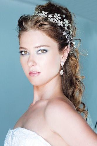beleza: Adereços ou arranjos para cabelo de noivas .