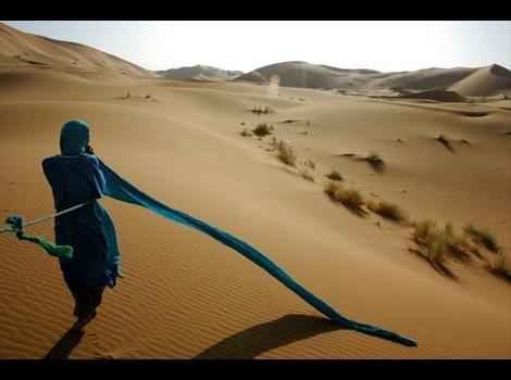 国と人 - 写真 - モロッコの砂漠と自然 - シェビ大砂丘、サハラ砂漠 - ナショナルジオグラフィック 公式日本語サイト(ナショジオ)