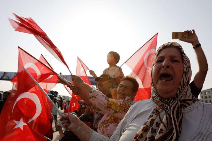 Με αφορμή τη φυλάκιση βουλευτή του τουρκικού Ρεπουμπλικανικού Λαϊκού Κόμματος άρχισε μία πορεία από την Αγκυρα, στις 15 Ιουνίου, με τελικό προορισμό την Κωνσταντινούπολη - Ο αρχηγός της αντιπολίτευσης, ετών 68, περπατά κάθε μέρα 20 χλμ, στο όνομα της Δικαιοσύνης