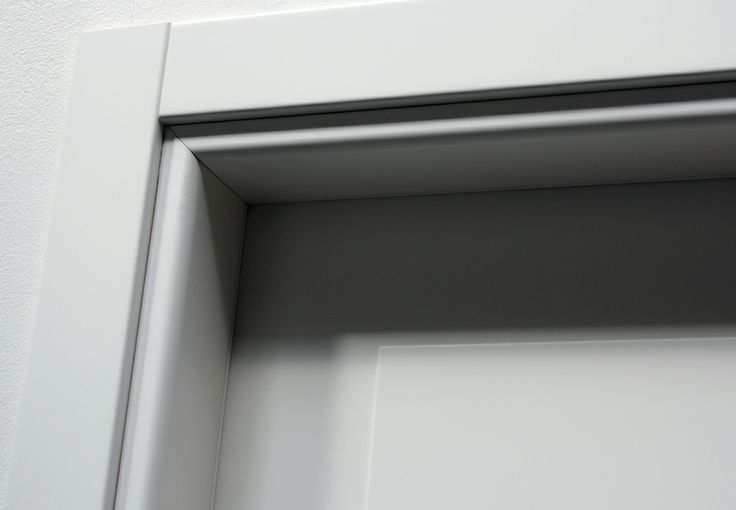 FBP porte | Collezione MADI' Dettaglio telaio esterno #fbp #porte #legno #door #wood #varnished #woodcut