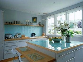 Colores de la cocina: se recomienda pintarla de un color claro o pastel.