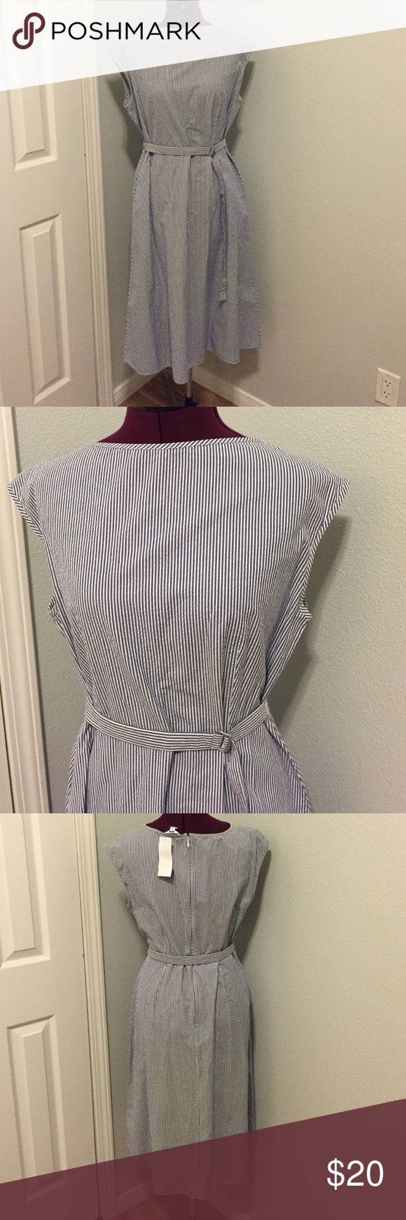 👗🎈 Pinstrip Linen Uniqlo Boatneck Dress NWT This is a brand new Uniqlo dress with tags still on.   Flattering neckline and super comfy fabric!  It has POCKETS!!!  Comes from a smoke free pet free home! Uniqlo Dresses