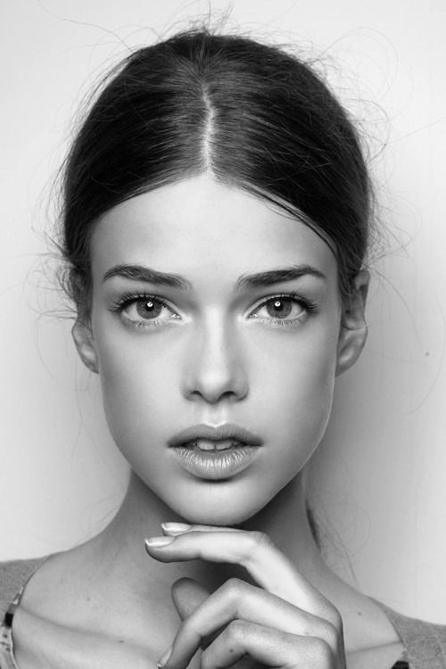 There's something about her face I really like  Julia Saner is from Switzerland. She's currently working with Elite Models in Milan, Paris & Spain and Option Models in her home country.