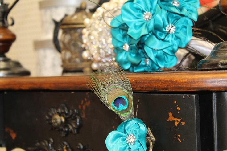 Ramo de flores de tela para novias elegantes y únicas en turquesa y con camafeos joya y cristal ,hecho a mano Ramos  de flores de tela personalizados para novias.   Hand made bridal, wedding bouquet.  informacion@algodondeluna.com         +34606619349  www.algodondeluna.com
