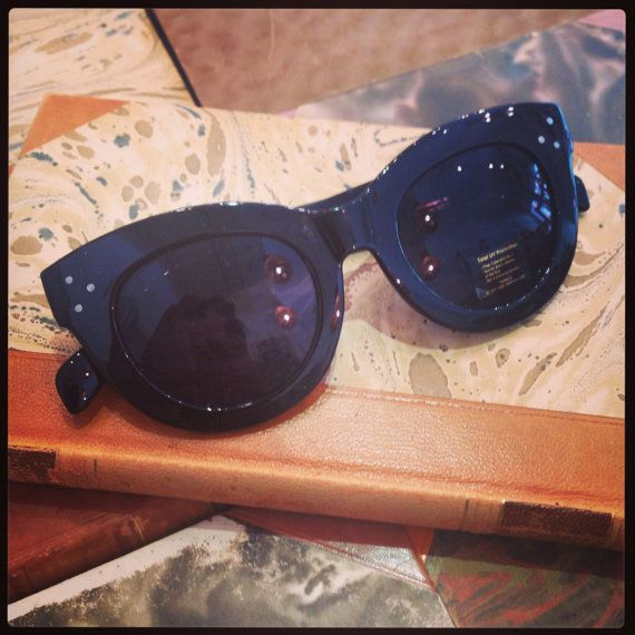 Retro sunglasses: 40's style black plastic. by FamousApe on Etsy