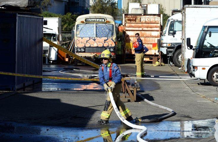 少なくとも15人のバックパッカーが救出されたオーストラリア・シドニー(Sydney)中心部の工業用地の火災現場(2014年7月2日撮影)。(c)AFP/Saeed KHAN ▼2Jul2014AFP|火災現場から悲惨な生活送る日本人ら15人救出、豪シドニー http://www.afpbb.com/articles/-/3019487 #Sydney