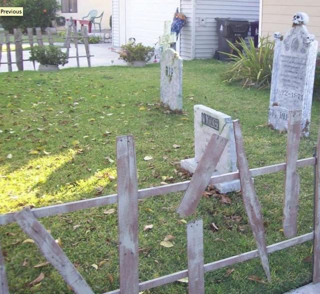 Make your own haunted cemetery halloween party ideas for Make your own fence