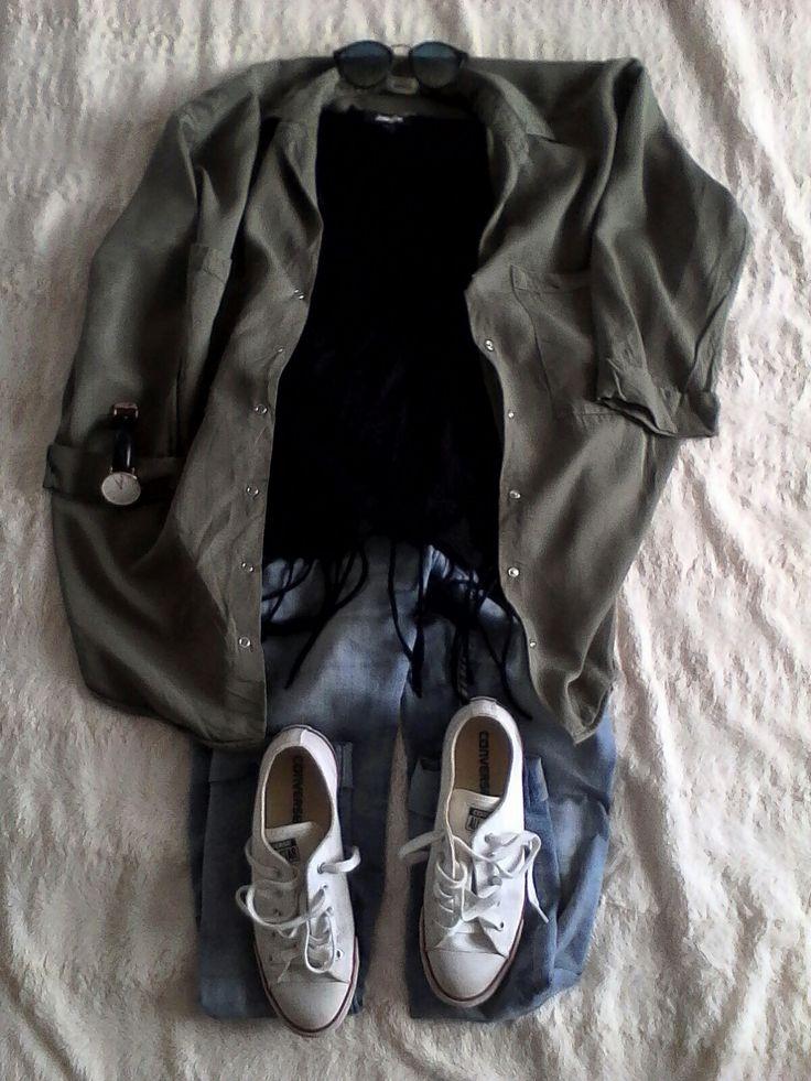 Veste:Pimkie (toujours libre en magasin)  Débardeur à frange : jennyfer Jeans:H&M  Chaussures : converse  Montre : Daniel Wellington Lunette:je ne sais plus