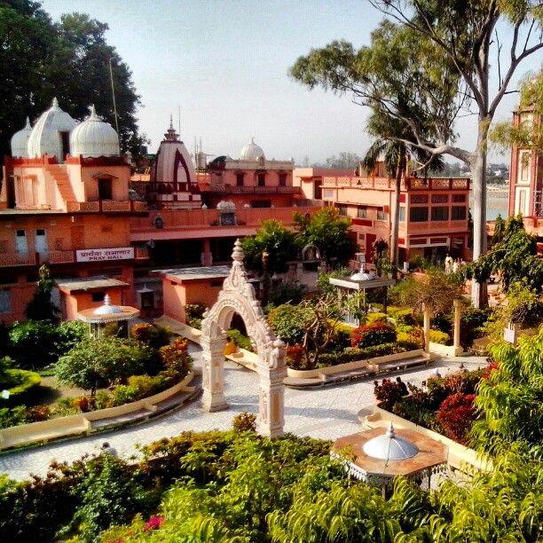 Parmarth Niketan Ashram in Rishīkesh, Uttarakhand