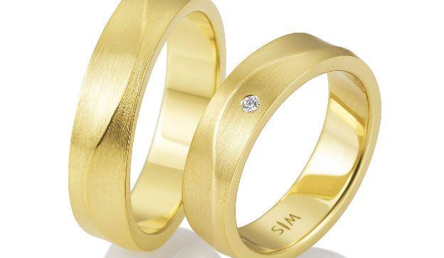 El oro amarillo nunca pasa de moda. Sigue siendo la variante más escogida para los anillos de boda. Crédito: DSU/SIC/SaintMaurice/dpa-tmn.