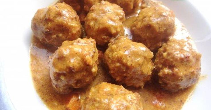Fabulosa receta para Albóndigas de carne picada. Receta muy facil , es ideal para acompañar las pastas. Tiernas y de muy buen sabor.