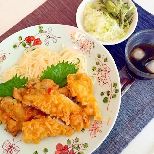 イカと玉ねぎと紅生姜のかき揚げ 実家でできたミョウガの香りがとても良かった。 - 42件のもぐもぐ - 天ぷら付きそうめん! by yumenimishi101