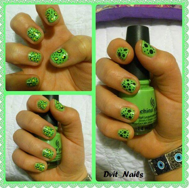 Puntitos negros y amarillos en verde :* #dots #nailart #verde