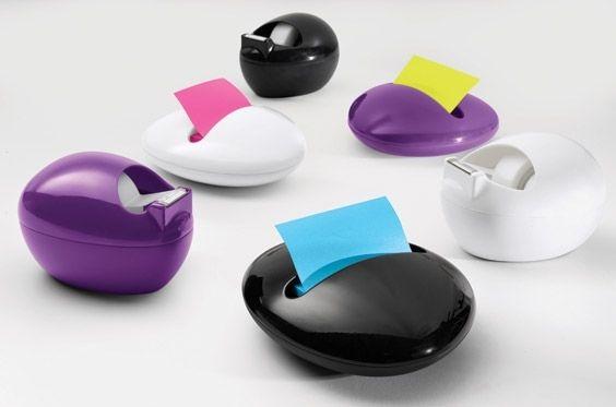 こちらは、著名なプロダクトデザイナー、カリム・ラシッドがデザインした、テープとポスト・イット用のディスペンサーだ。