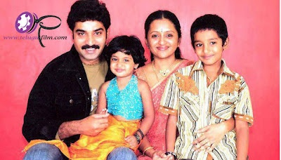 Telugu TV anchor suma is wife of telugu actor rajeev kanakala. Suma kanakala is a malayali, but she spokes telugu very well and she also knows English, Tamil and Hindi. She is from Kerla. Summa acted in many serials and movies in telugu. She was one of the famous anchor in telugu industry. Tv anchor suma family photos, age and date of birth, suma rajiv kanakala pictures, suma with their kids and husband.
