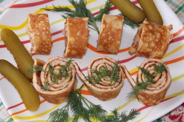 Яичные роллы с колбасой и сыром https://citywomancafe.com/cooking/31/01/2017/yaichnye-rolly-s-kolbasoy-i-syrom