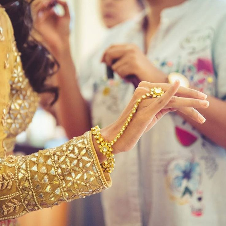 """""""This delicately crafted 'haath phool' from @Mehtaphor_by_siddhi wraps around the wrist leading down to the back of your hand so elegantly. ❤ it if you…"""""""
