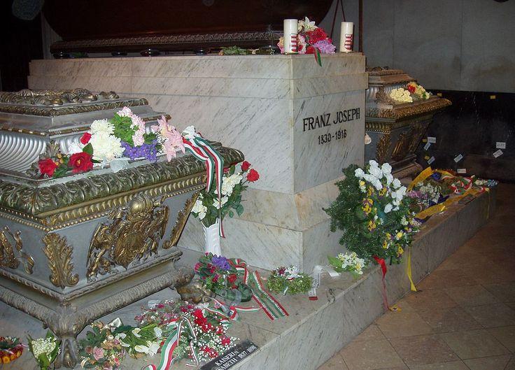 * Kaiser Franz Joseph tomb; Isabel da Baviera (Sissi) e seu filho, Arquiduque Rodolfo * Cripta Imperial de Viena.