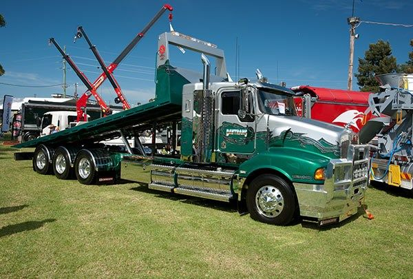 Kenworth T600 Tilt Tray With Images Flatbed Towing Big Rig
